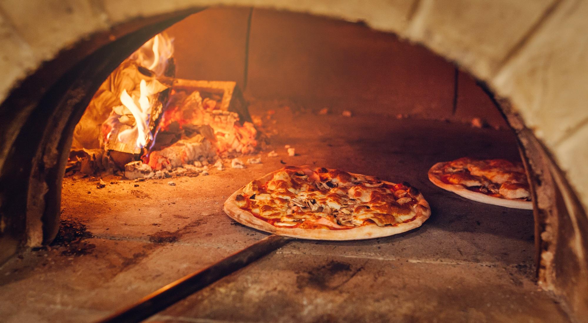 Pizzas au feu de bois le Rendez vous super Devoluy